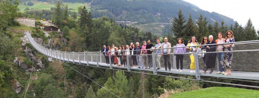 Gruppenfoto_Lehrfahrt Brücke Trautson Wipptal